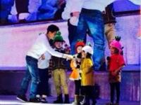 #林志颖#与小朋友互动中玩游戏 超级亲切!